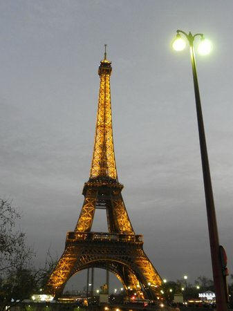 Paris Marriott Champs Elysees Hotel: Eiffel at night