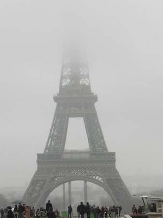 Paris Marriott Champs Elysees Hotel: Foggy Eiffel Tower