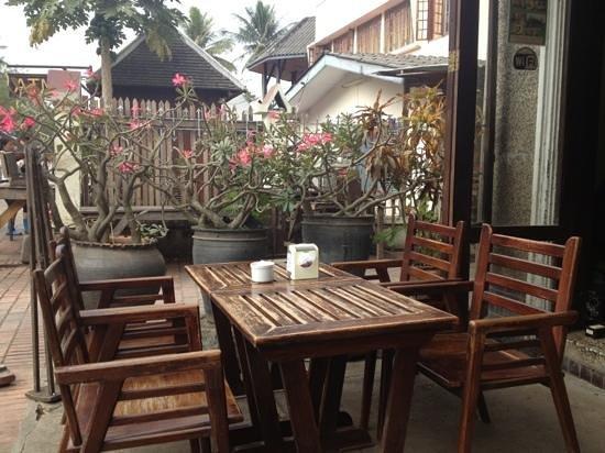 Ancient Luang Prabang Cafe: outdoor area