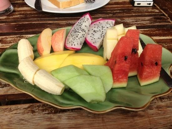Ancient Luang Prabang Cafe: Lovely fruit plate