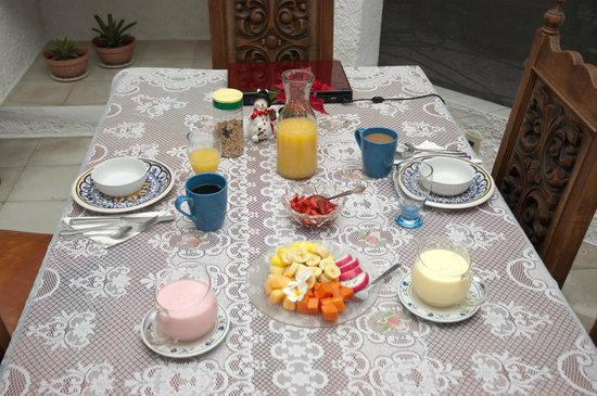 Baldwin's Guest House Cozumel: Typical First Course for Breakfast