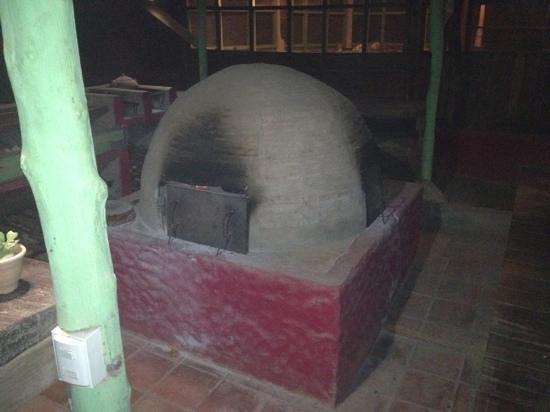 Kon Tiki : clay oven