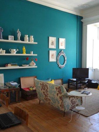 Jardim de Santos Hostel: gathering room