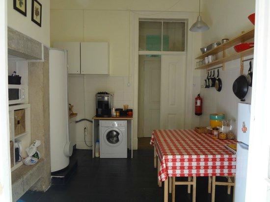 Jardim de Santos Hostel: Kitchen