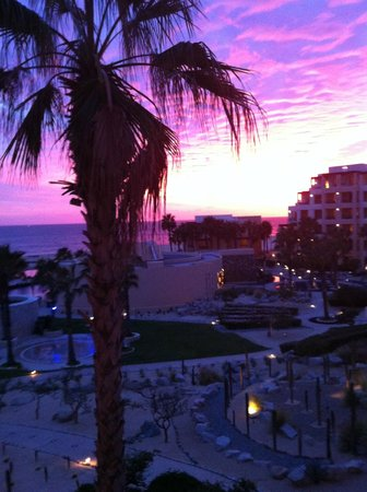 Pueblo Bonito Pacifica Golf & Spa Resort: crazy purple sunset from our balcony