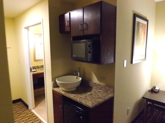 Holiday Inn Express Cross Lanes: Grab some popcorn and chill your drinks to your suite room!