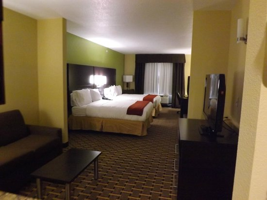 Holiday Inn Express Cross Lanes: Large spacious suites for the families!
