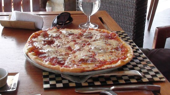 Anantara Dhigu Maldives Resort: yummy pizza from Terrazo