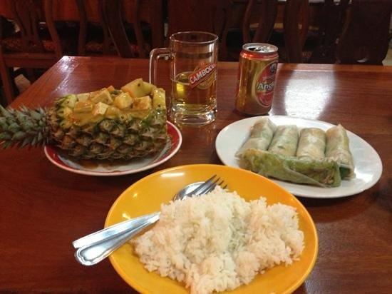 Phsa Chas: pineapple curry and fresh spring rolls