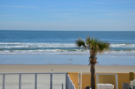 Holiday Inn Resort Daytona Beach Oceanfront: views are spectacular from suites in end tower