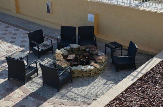 Holiday Inn Resort Daytona Beach Oceanfront: firepit below our room