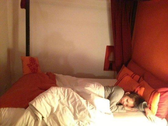 Riad Boussa: 可愛い部屋で眠りにつく