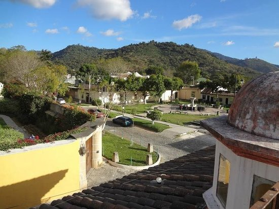Hotel Tradiciones Antigua: View from the roof