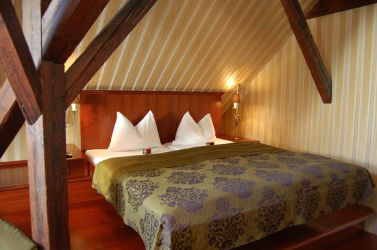 Gerloczy Rooms de Lux: attic bedroom