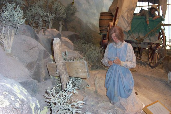 National Historic Oregon Trail Interpretive Center : Woman mourning death of child