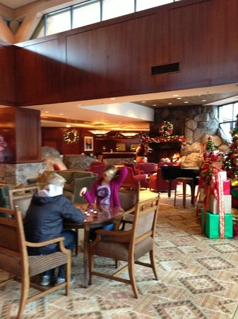 Resort at Squaw Creek: playing chess in the lobby