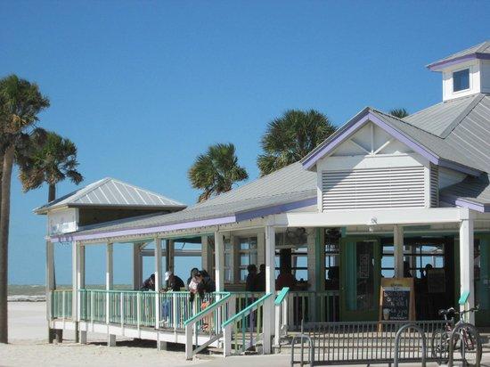 Palm Pavilion Inn : Beachfront bar/restaurant