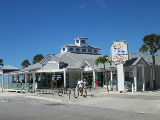 Palm Pavilion Inn: Gift shop, restaurant and bar
