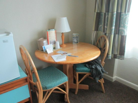 Palm Pavilion Inn: corner table