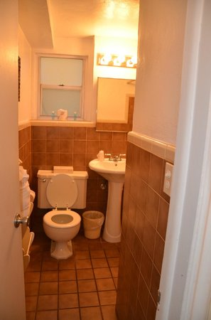 The Shell Resort: teeny bathroom but you are so close to beach and price is right