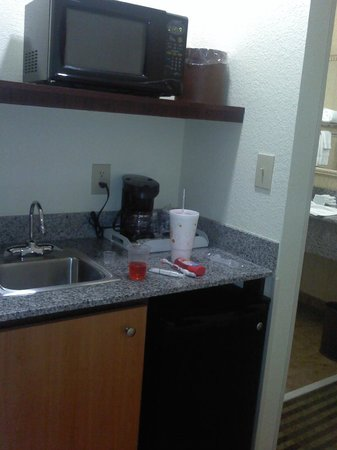 Comfort Suites: Microwave/Fridge/Coffee/Sink area