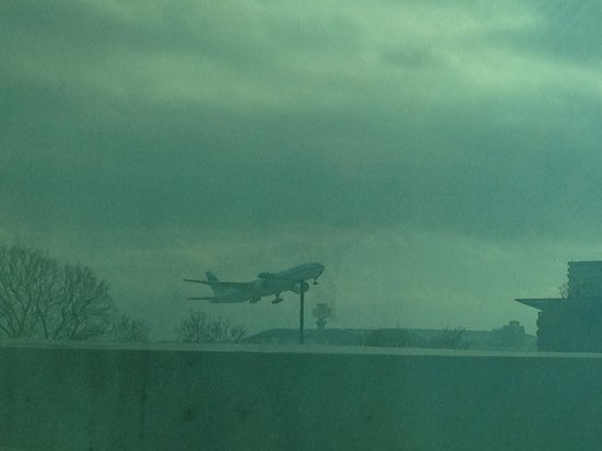 Hyatt Place London Heathrow Airport: airplane departing..taken from the room window