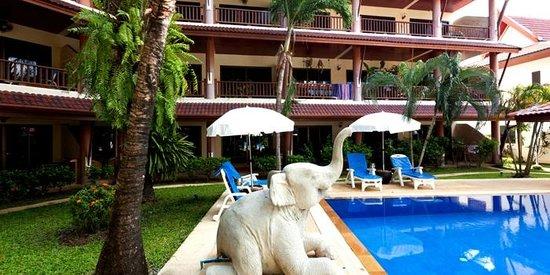 Sai Rougn Residence: Swimming Pool & Jacuzzi