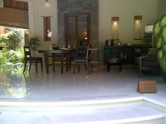 The Kunja Villas & Spa: dining/hallway