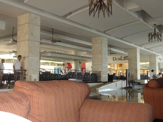 Gran caribe resort: Lobby bar