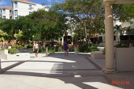 Rincon Beach Resort: In the Main Court