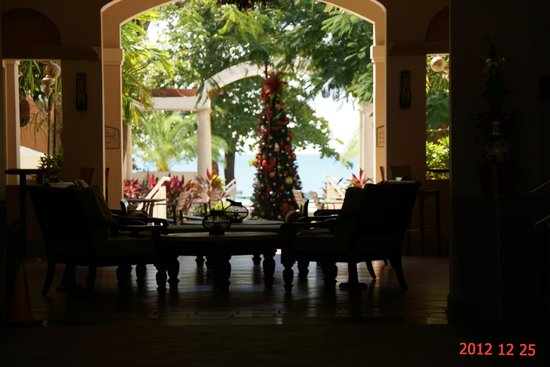 Rincon Beach Resort: Main Court from Lobby