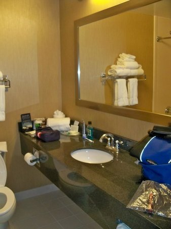 Comfort Suites: Bathroom.