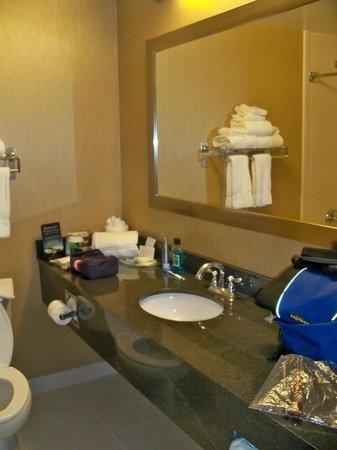 Comfort Suites: Bathroom.