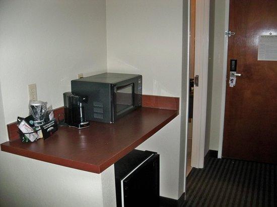 Comfort Suites: Room.