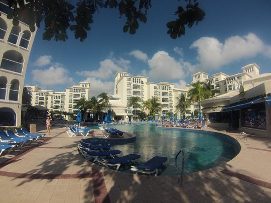 Occidental Costa Cancun: Pool and Hotel