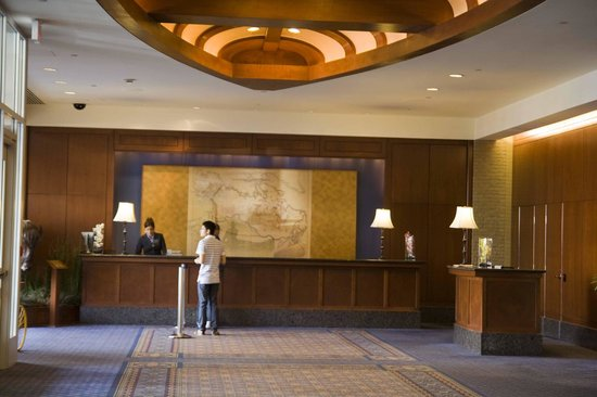 Hyatt Regency Calgary: The check-in area