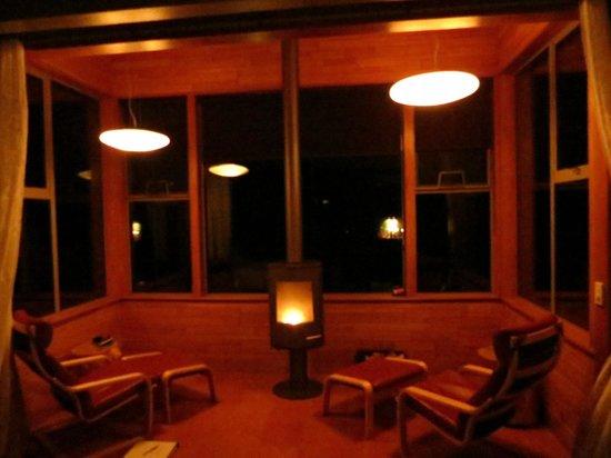 Hapuku Lodge: Reading chairs & fire