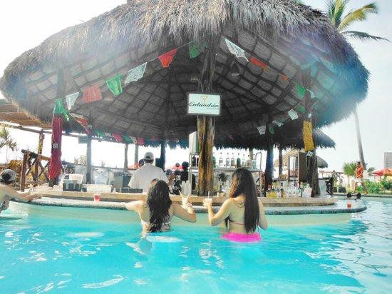 Plaza Pelicanos Grand Beach Resort Pool Bar