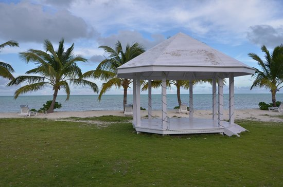 Swain's Cay Lodge : Beach & area for weddings/gatherings