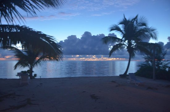 Swain's Cay Lodge : Beautiful sunrises