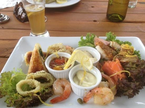 Moutere Hills Vineyard & Cafe: the smoked fish platter