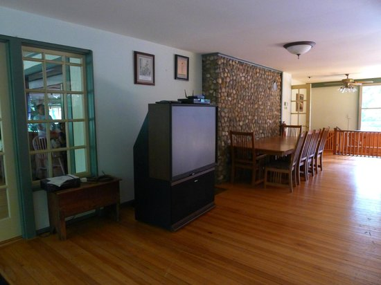 Grand Beach Inn: The old box-style projection TV in the large function room
