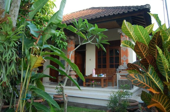Suparsa's Home Stay: Private balcony outside each room