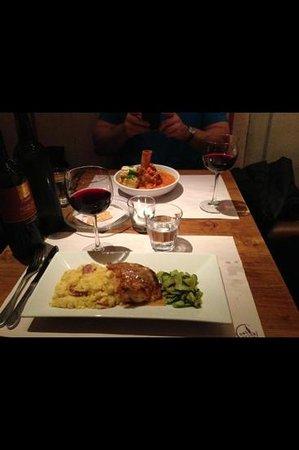 100 Wines kitchen: roasted chicken Dijon champaign sauce