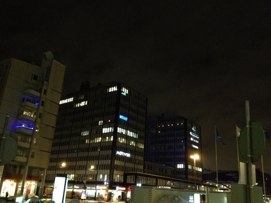 Radisson Blu Royal Hotel, Helsinki: The view outside of the Hotel at night