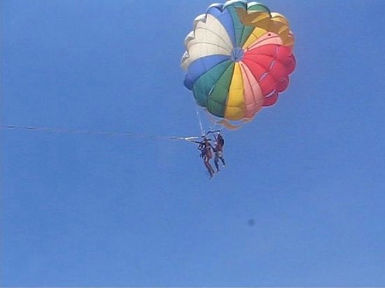Park Hyatt Goa Resort and Spa: paragliding at the nearby beach