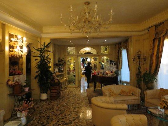 Riviera Hotel: Lobby Area