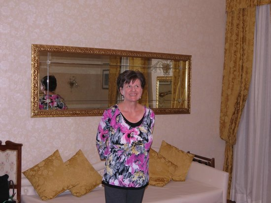 Riviera Hotel: Beautiful Mirror In Our Room