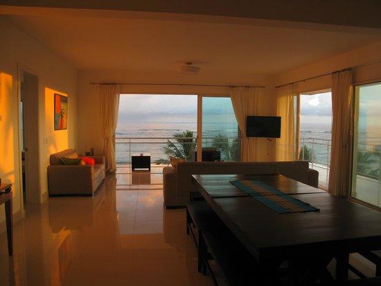 LG Surf Camp: Living room 