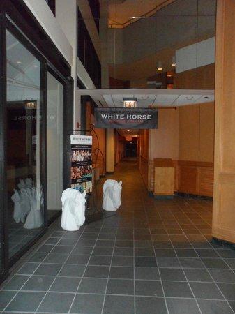 Hyatt Regency Grand Cypress: White Horse Lounge